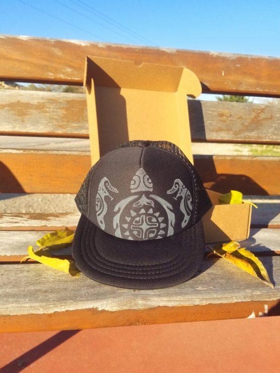 Gorra visera plana negra tortuga maorí