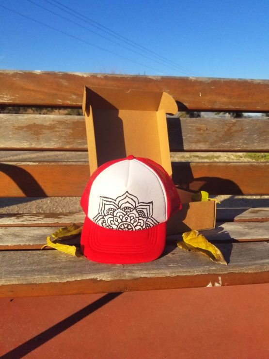 Gorra roja trucker mandala HatInk