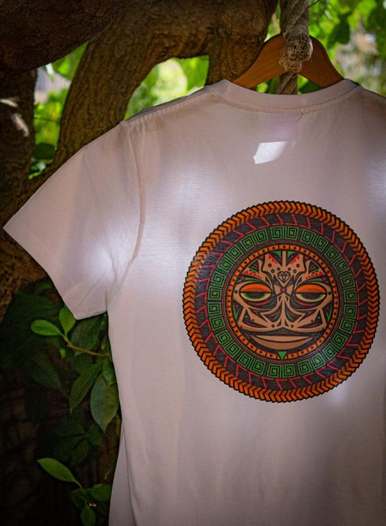 Camiseta tortuga polinesia tattoo
